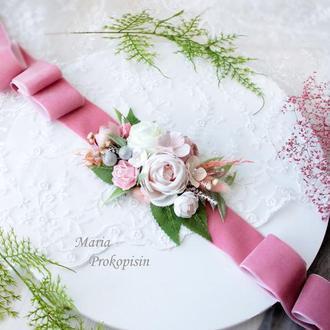 Бархатный пояс на платье с цветами