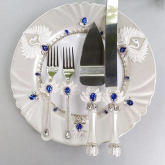 """Свадебный прибор для торта """" Лебеди"""" в синем и белом перламутре"""