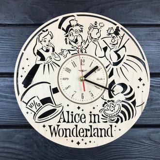 Безшумні дитячі годинники з дерева «Аліса в Країні чудес»
