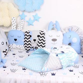 Комплект в кроватку с игрушками и подушками в Сине-олубом цвете