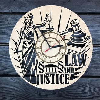 Інтер'єрні годинники з дерева на стіну «Закон і справедливість»