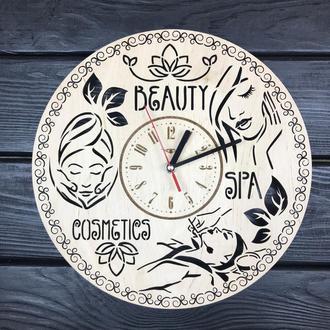 Стильные настенные часы из дерева в салон красоты