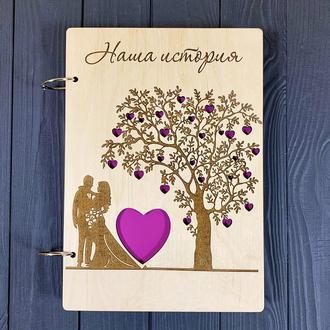 Дизайнерсикй фотоальбом «Наша история» в деревянной обложке на 40 страниц 30 х 22 см, на 100 фото