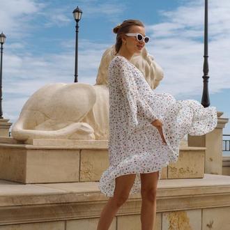 Сукня з шифону з оборками, колір білий з ягідним принтом