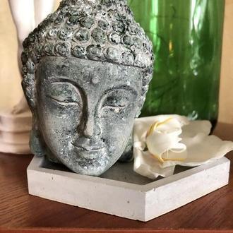 Декоративная голова Будды под камень