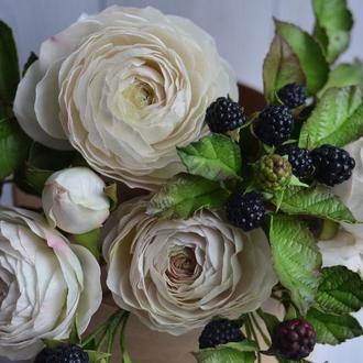 Букет кустовых роз с ежевикой, Свадебный букет, Букет невесты