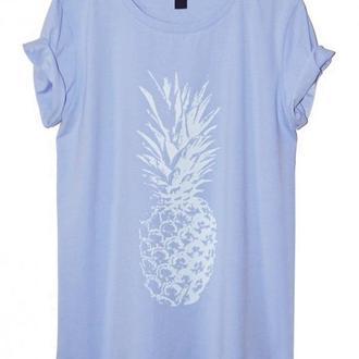 Голубая футболка с ананасом