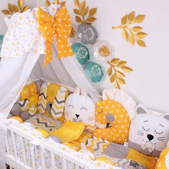 Комплект бамбон и игрушки в кроватку в желтом цвете