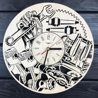 Настенные часы из дерева «Механика»