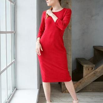 Платье футляр замшевое миди красное