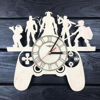 Оригинальные настенные часы из дерева для поклонников видеоигр