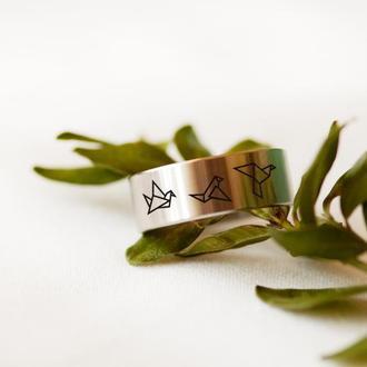 Дизайнерское кольцо из стали с гравировкой птички оригами