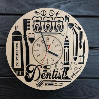 Часы настенные из дерева «Стоматология»