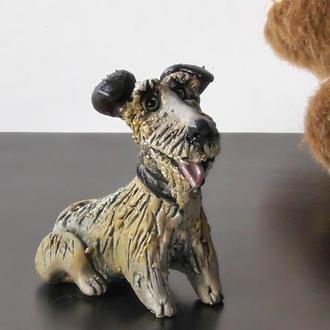 Фигурка в виде собаки породы терьер