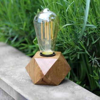 Настольный светильник в стиле лофт. Лампа Эдисона.Кубический светильник из дерева дуба