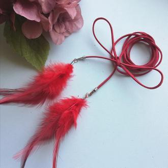 Декоративный пояс шнурок с перьями красный