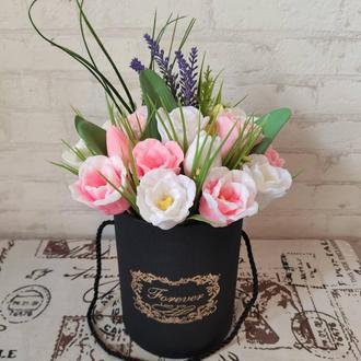 Букет тюльпанов в черной коробке