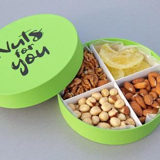 Подарочный набор орехов и фруктов №1