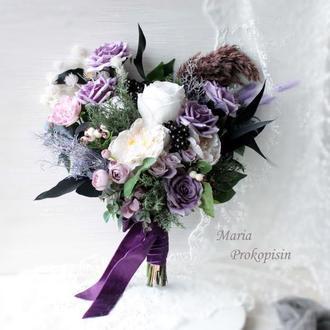 Букет нареченої з штучними квітами преміум класу в фіолетових тонах.