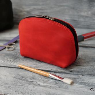 Красная кожаная косметичка