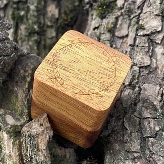 Подарочная коробочка для колец и ювелирных изделий