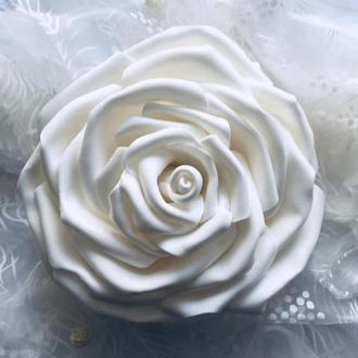 роза из ізолона