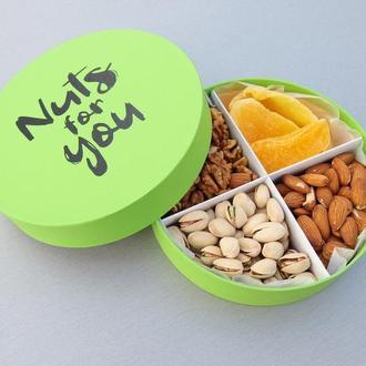 Подарочный набор орехов и фруктов №2