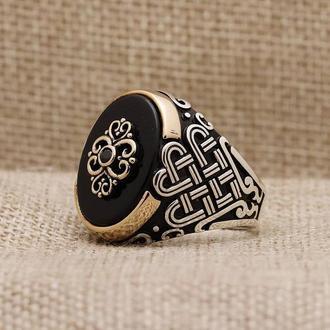 Мужская серебряная печатка с камнем Оникс