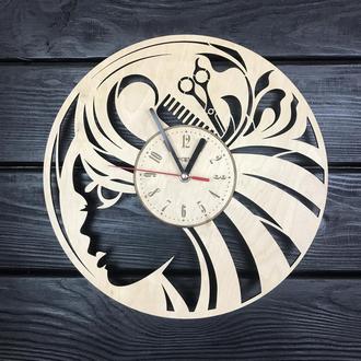 Стильные часы из дерева в женский салон красоты