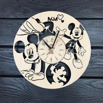 Часы на стену в детскую комнату «Веселый Микки Маус»