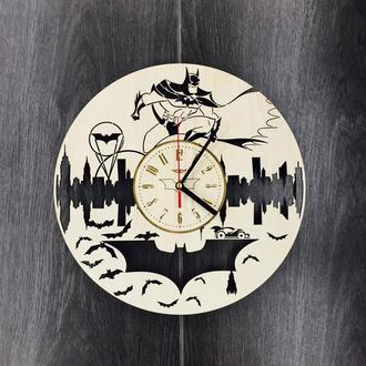 Годинники з дерева на стіну «Бетмен»