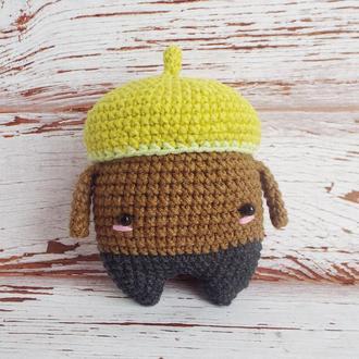 Желудь в шапочке - вязанная крючком игрушка