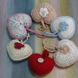Вязанные брелоки (подвески) сердечки