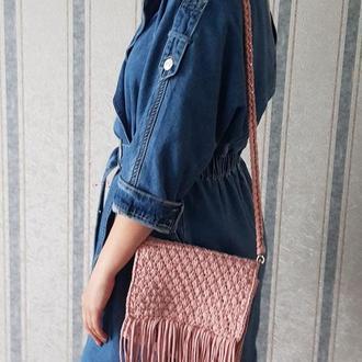 Сумка в стиле бохо. Пудровая вязанная сумка с бахромой. Сумка из толстой пряжи,