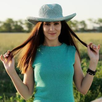 Летняя широкополая шляпа из рафии голубого цвета