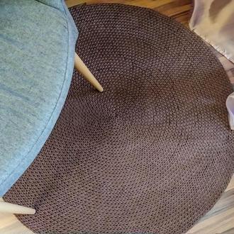 Лаконичный круглый вязаный ковер