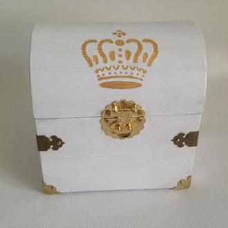 Шкатулка сундучок белая с короной