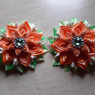 Оранжевый многослойный цветок