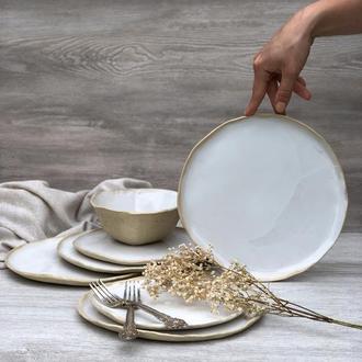 Изысканно белоснежные лепные тарелки