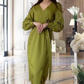 Элегантное оливковое платье на запах