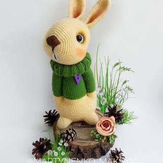 Заяц в свитере
