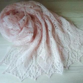 Ажурный  персиковый палантин, широкий шарф