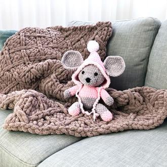 Мышка в капюшоне вязаная