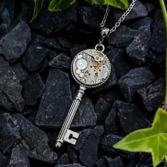 Кулон ключ с настоящим часовым механизмом прошлого века в стиле steampunk (наличие август-сентябрь)