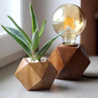 Вавзон из дерева дуба кубической формы.Вазон для суккулентов и кактусов.Декор в дом.Подарок жене