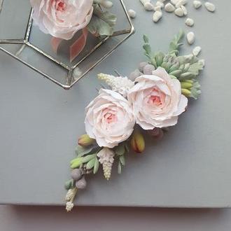 Гребень для невесты с кремовыми пионами и суккулентами