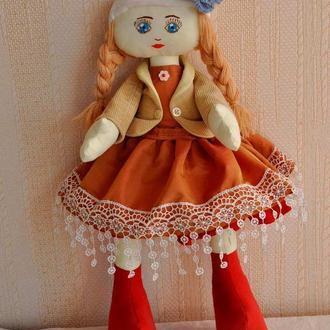 Кукла с большими ножками в бежевом платье