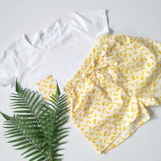 Пижама женская из трикотажной футболки и шортов с бананами