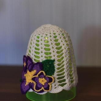 В'язана гачком стильна дитяча капелюшок-панамка з елементами декору.