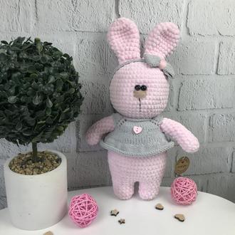 Мягкая вязаная игрушка  «Розовый зайчик»